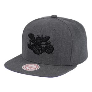 GORRO MITCHELL AND ANS CHARLOTTE HORNETS SNAPBACK GRIS OSCURO