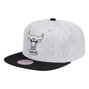 GORRO MITCHELL AND NESS NBA CHICAGO BULLS GRIS