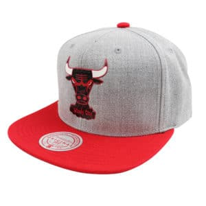 GORRO MITCHELL AND NESS NBA TUFF WEATHER BULLS GRIS