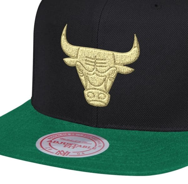 GORRO MITCHELL AND NESS CHICAGO BULLS GOLD TIME