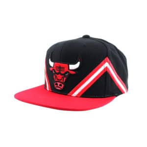 GORRO MITCHELL AND NESS CHICAGO BULLS SNAPBACK BLACK / RED STRIPE